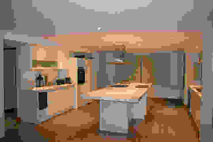 Casa DDC Moderne Küchen von Zaccanti & Monti arquitectos Modern