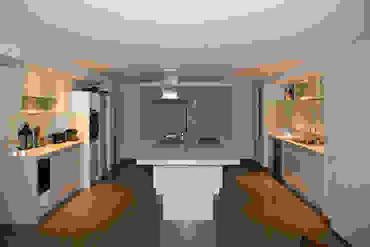 Casa DDC Cocinas modernas: Ideas, imágenes y decoración de Zaccanti & Monti arquitectos Moderno
