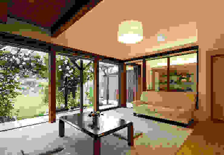 Salas de estar  por 岩川アトリエ,