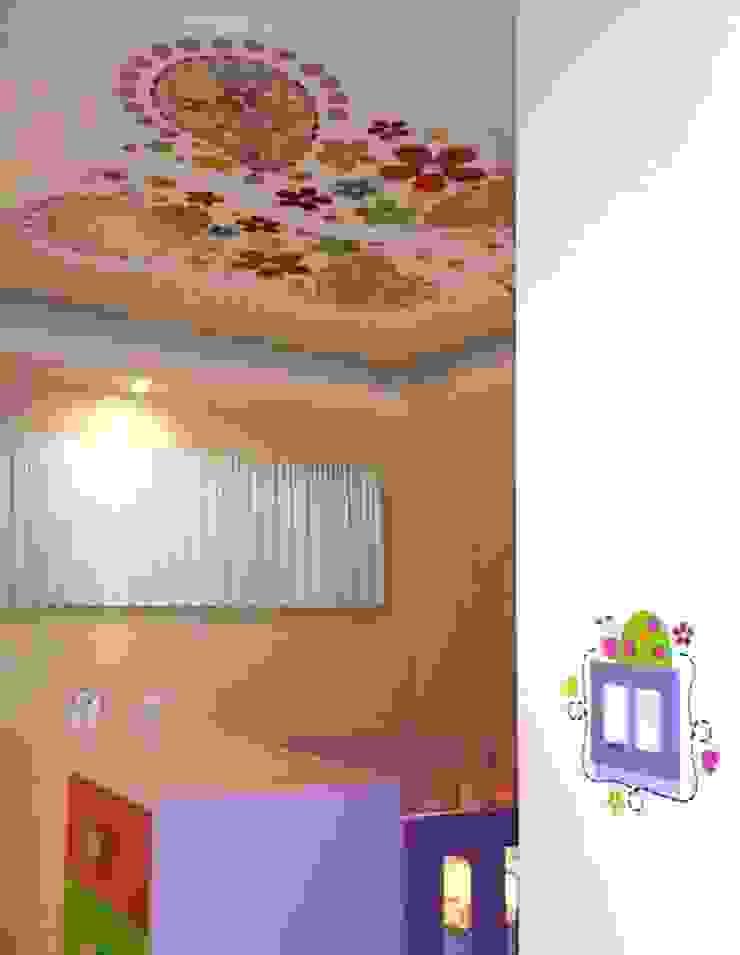 Habitación de niña de Andreina Arrieta Tarjeteria y Viniles Moderno