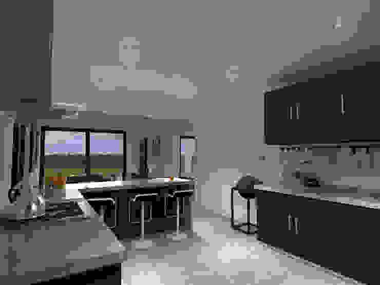 Casa Gama Cocinas de estilo moderno de Vibra Arquitectura Moderno