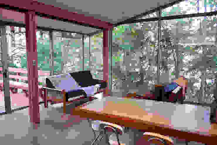Casa Lago Ranco Livings de estilo moderno de Vibra Arquitectura Moderno