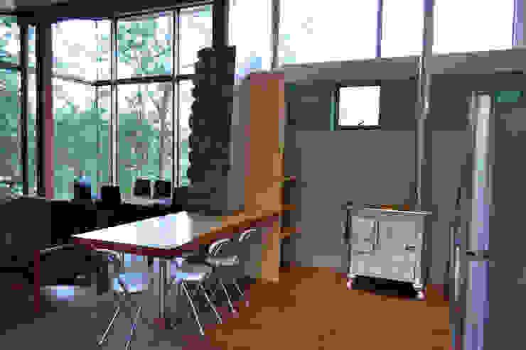 Casa Lago Ranco Comedores de estilo moderno de Vibra Arquitectura Moderno