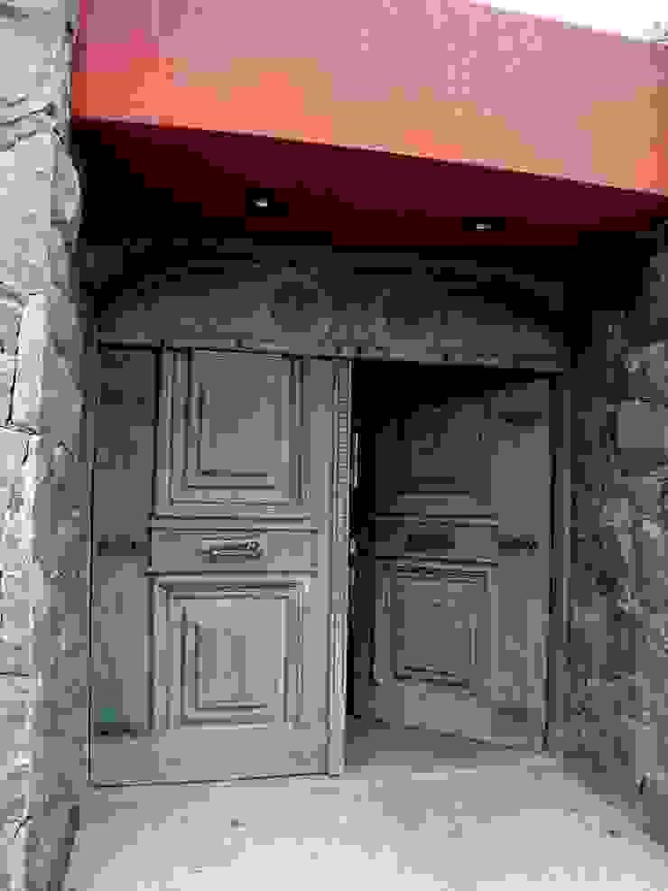 Industrial style windows & doors by VETA & DISEÑO Industrial Solid Wood Multicolored