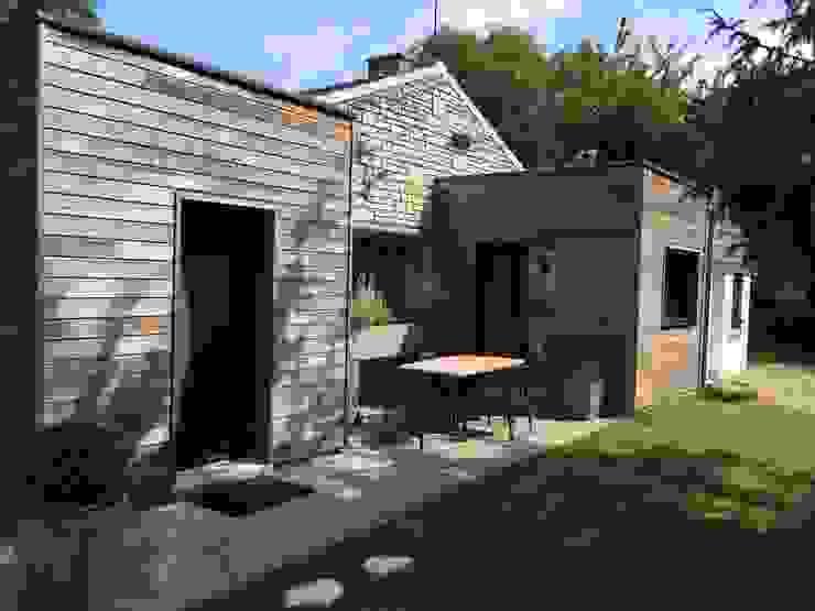 Terrasse extérieure - 5 ans après Maisons modernes par homify Moderne Bois Effet bois