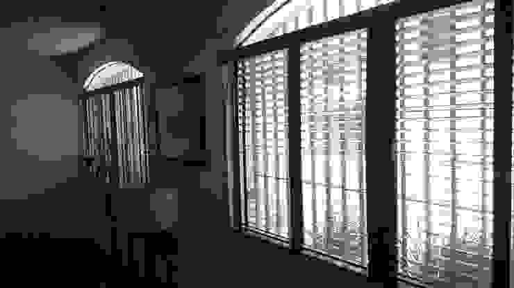 Persianas de Madera, Ventana sala.: Ventanas de estilo  por Muebles Modernos para Oficina, S.A.,