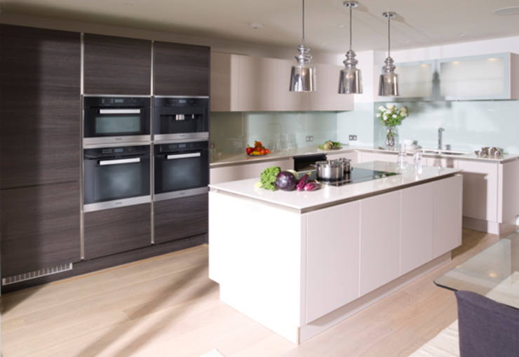 Urban Style Cashmere & Terra Oak Modern kitchen by Urban Myth Modern