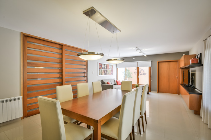 Modern dining room by KARLEN + CLEMENTE ARQUITECTOS Modern Wood Wood effect