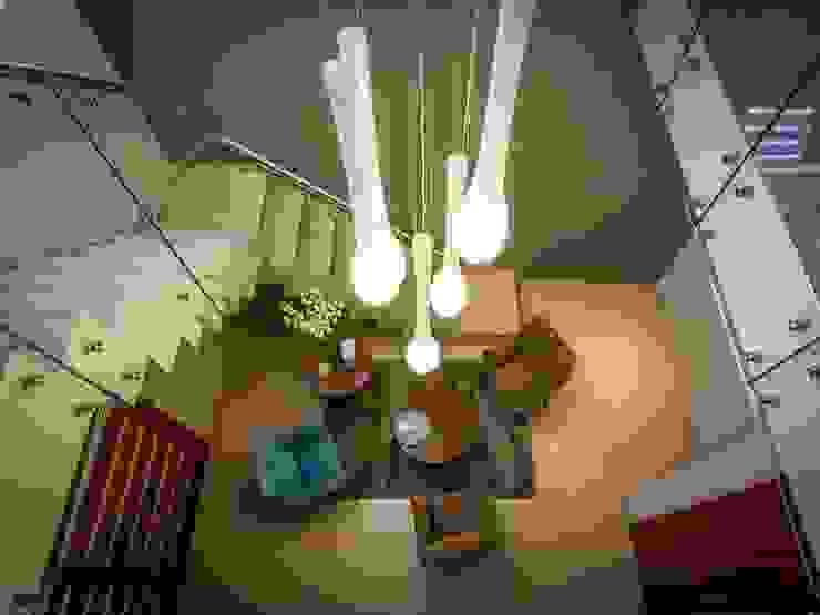 Modern corridor, hallway & stairs by KARLEN + CLEMENTE ARQUITECTOS Modern Glass