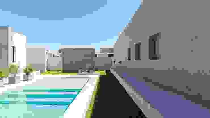 CASA B532 Piletas modernas: Ideas, imágenes y decoración de KARLEN + CLEMENTE ARQUITECTOS Moderno Concreto reforzado
