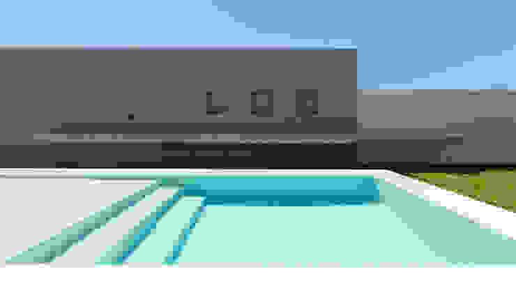 CASA B532 Piletas modernas: Ideas, imágenes y decoración de KARLEN + CLEMENTE ARQUITECTOS Moderno Hormigón