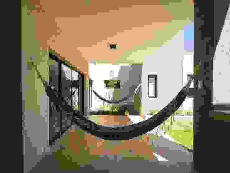 Jardines de estilo moderno de KARLEN + CLEMENTE ARQUITECTOS Moderno Arenisca