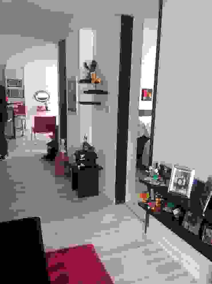 PROYECTO MOBILIARIO HOGAR – APARTAMENTO Salas modernas de La Carpinteria - Mobiliario Comercial Moderno