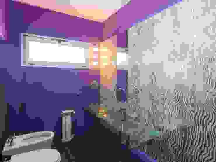 ห้องน้ำ by KARLEN + CLEMENTE ARQUITECTOS