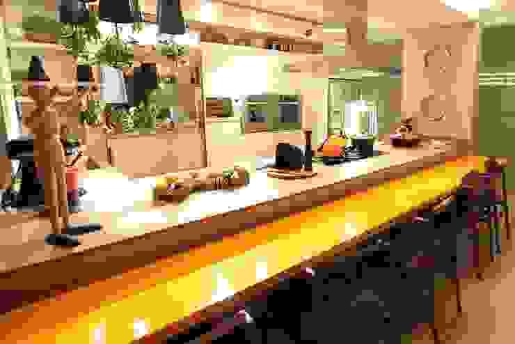 Moderne Küchen von Larissa Maffra Modern Marmor