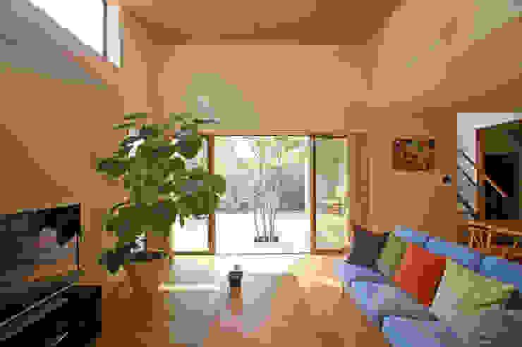 Salas modernas de 設計事務所アーキプレイス Moderno