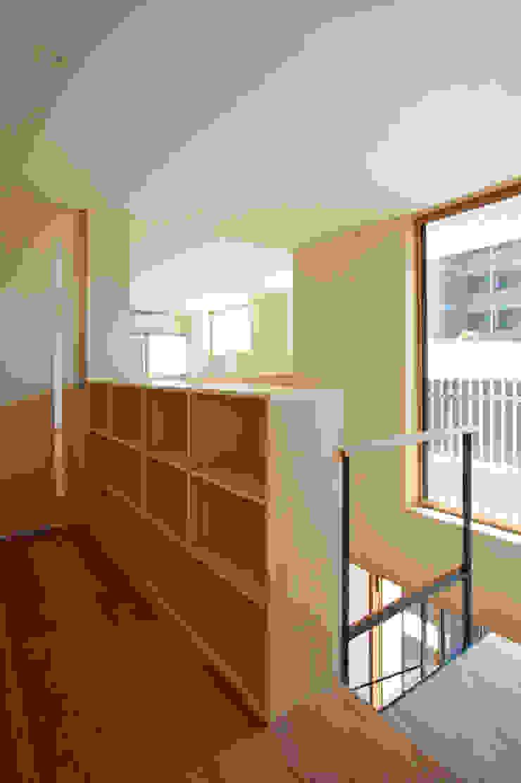 設計事務所アーキプレイス Couloir, entrée, escaliers modernes