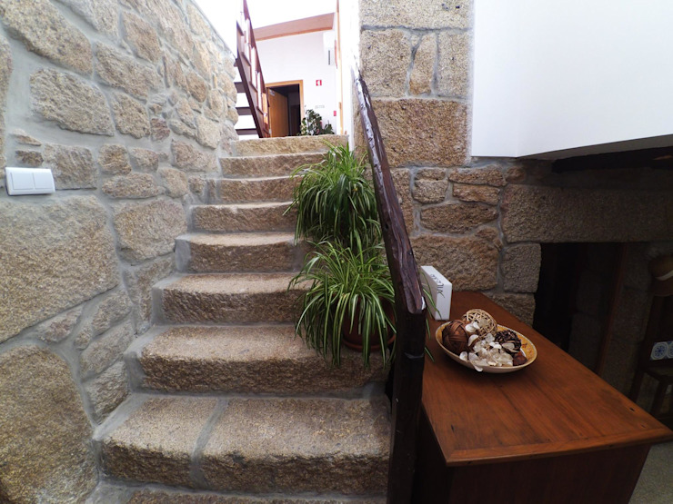 Rustic style corridor, hallway & stairs by MHPROJECT Rustic