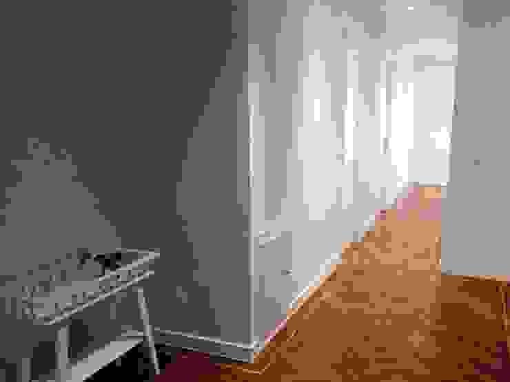 Reforma integral de piso en barrio de la Paz Pasillos, vestíbulos y escaleras de estilo moderno de Reformmia Moderno Madera Acabado en madera