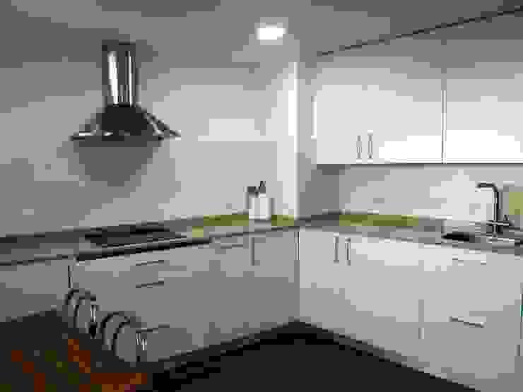Reforma integral de piso en barrio de la Paz Cocinas de estilo moderno de Reformmia Moderno