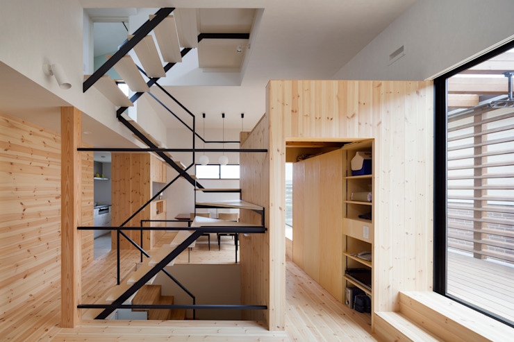 カフェのある家 設計事務所アーキプレイス モダンデザインの リビング 無垢材