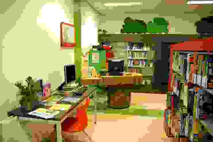 Jeugdbibliotheek Tuikwerd Landelijke exhibitieruimten van Dick de Jong Interieurarchitekt Landelijk