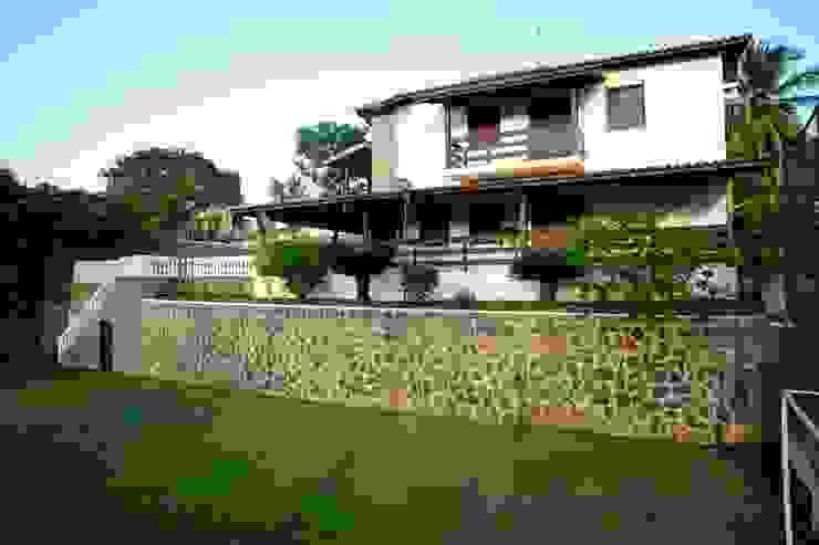 CHASTINET ARQUITETURA URBANISMO ENGENHARIA LTDA Country style houses Bricks Wood effect