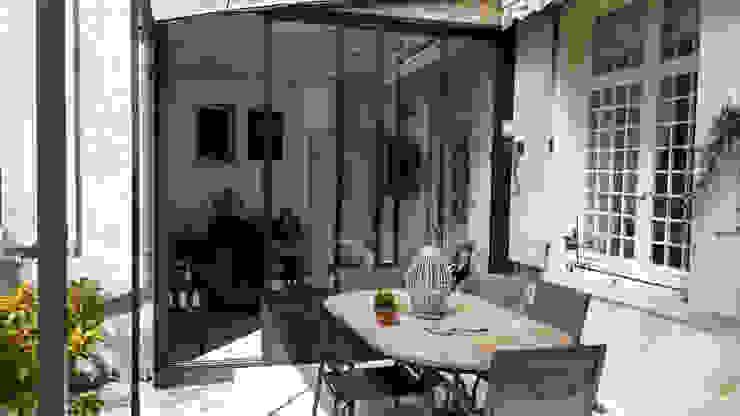MJ Intérieurs Classic style balcony, veranda & terrace