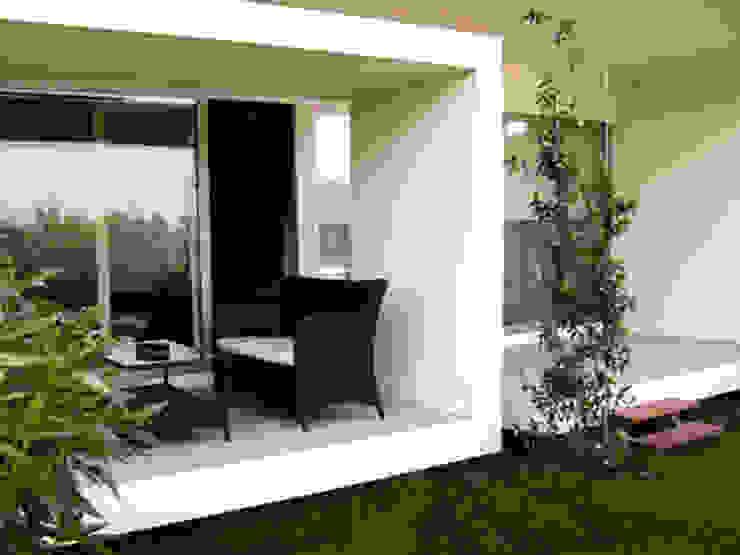 Jardim/Terraço traseiro Casas modernas por Construções Couto Monteiro Moderno