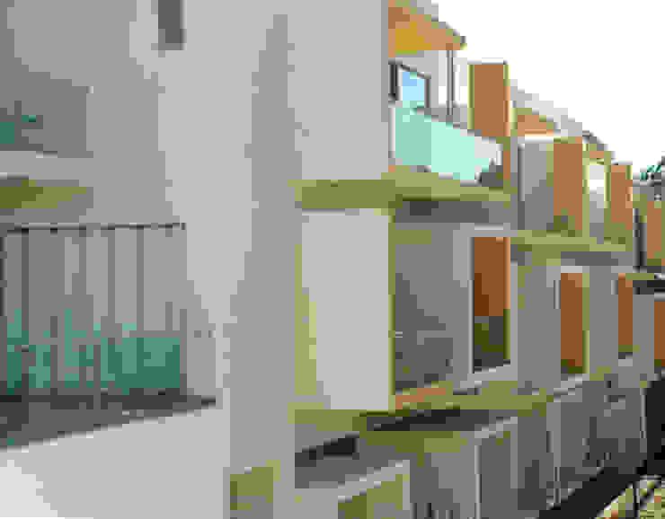 Fachada das traseiras Casas modernas por Construções Couto Monteiro Moderno