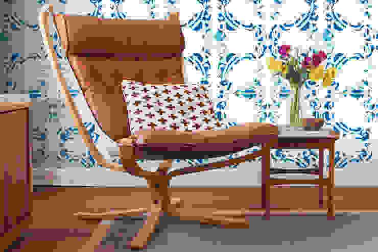 Galo Meets Azulejo Azul por OH Wallpaper Moderno Papel