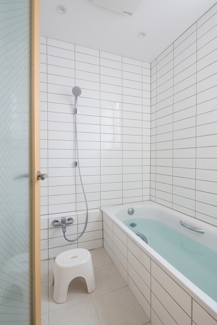 Studio R1 Architects Office Modern bathroom