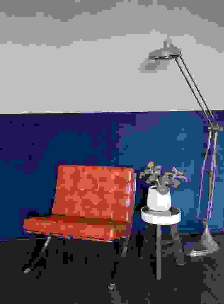 kantoor met betonlook verf en velours behang Industriële kantoor- & winkelruimten van Studio Mind Industrieel