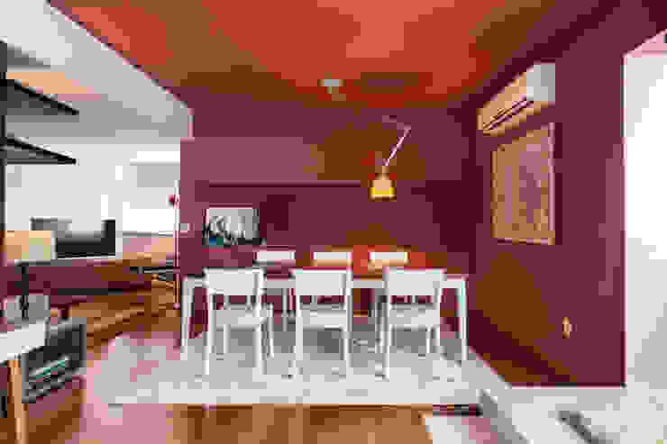 Apartamento Vermelho Salas de jantar modernas por Johnny Thomsen Arquitetura e Design Moderno