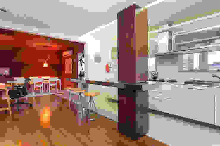 Cocinas de estilo moderno de Johnny Thomsen Arquitetura e Design Moderno