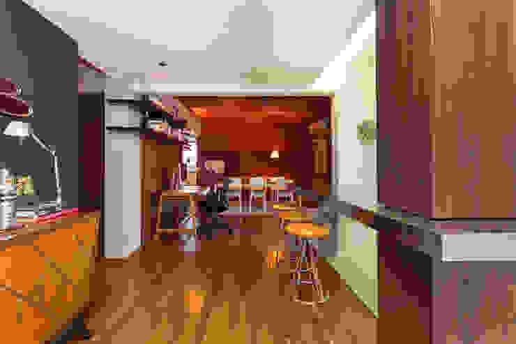 Apartamento Vermelho Salas multimídia modernas por Johnny Thomsen Arquitetura e Design Moderno