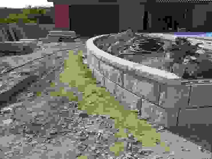 Calçada e muros em Granito Paredes e pisos rústicos por PaviCalçadaS Rústico Granito