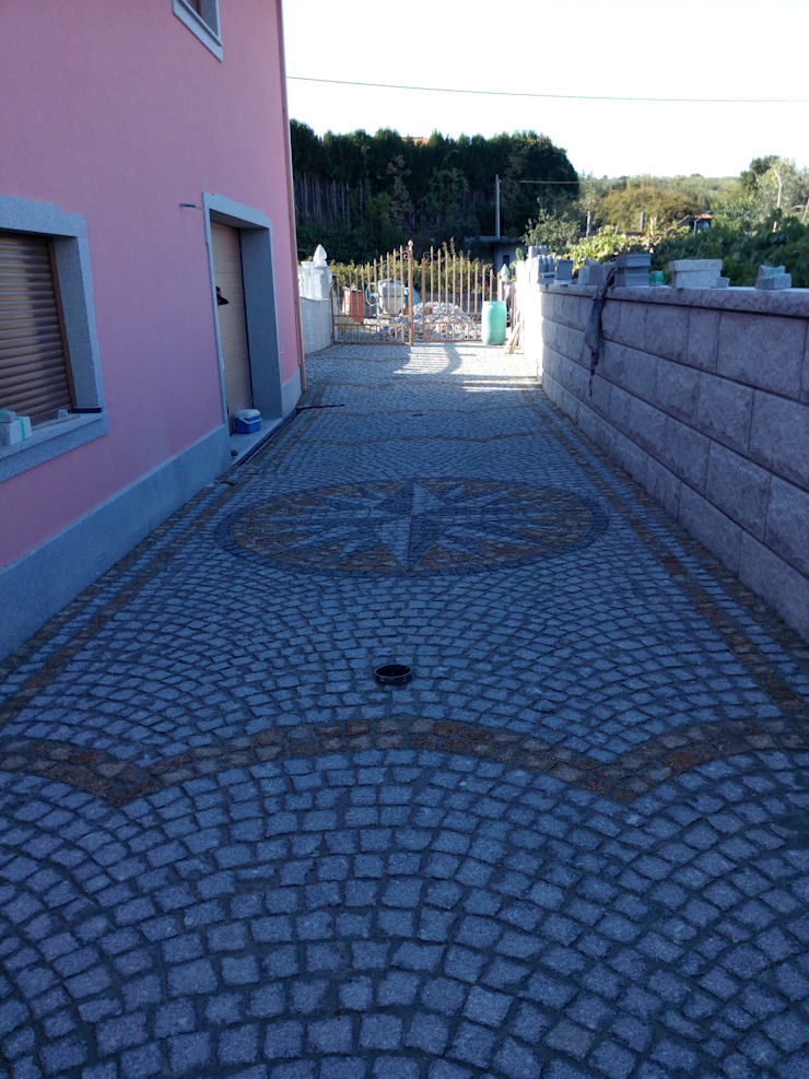 Calçada e muros em Granito Paredes e pisos rústicos por PaviCalçadaS Rústico