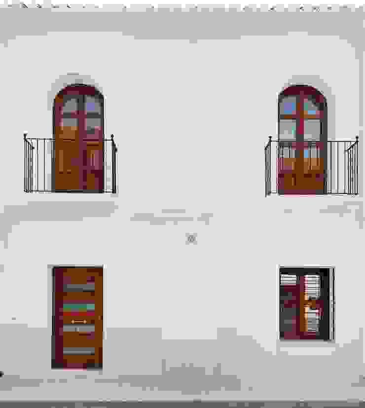 Rehabilitación casa en el centro histórico de Betera sanahuja&partners Casas de estilo moderno Madera Blanco