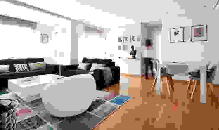 现代客厅設計點子、靈感 & 圖片 根據 acertus 現代風