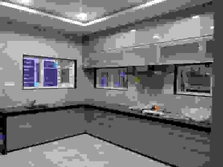 Dr varia residence Modern kitchen by Tameer studio Modern