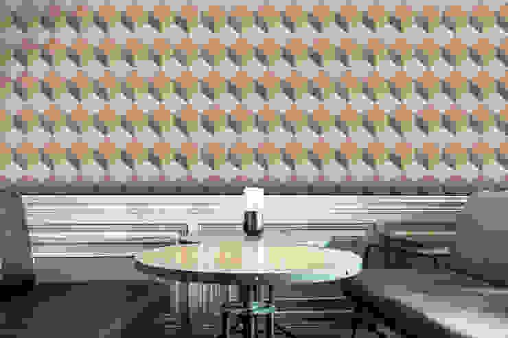 Cubo Salmão e Verde por OH Wallpaper Moderno Papel