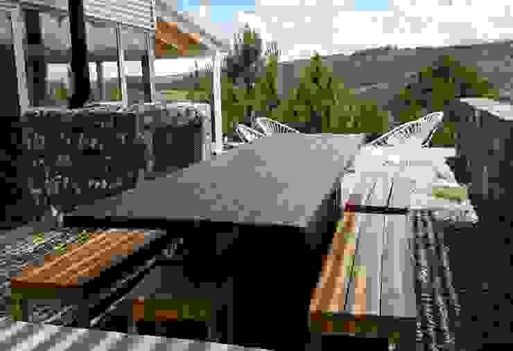 VETA & DISEÑO Rustic style balcony, veranda & terrace Solid Wood Brown