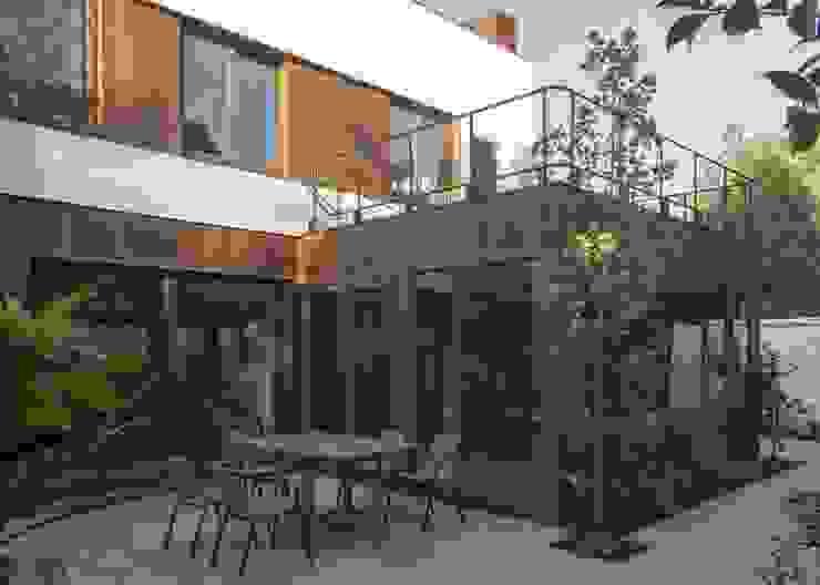 vivienda + taller Casas estilo moderno: ideas, arquitectura e imágenes de PARQ Arquitectura Moderno