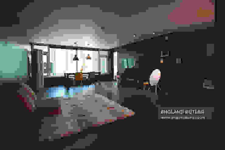 분당 K 하우스: 잉글랜드버틀러의  거실,모던 타일