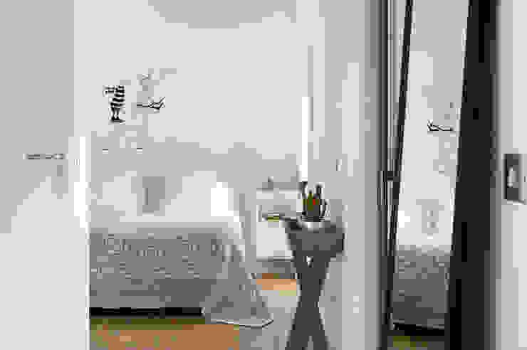Una Casa de Libro Dormitorios modernos: Ideas, imágenes y decoración de Egue y Seta Moderno