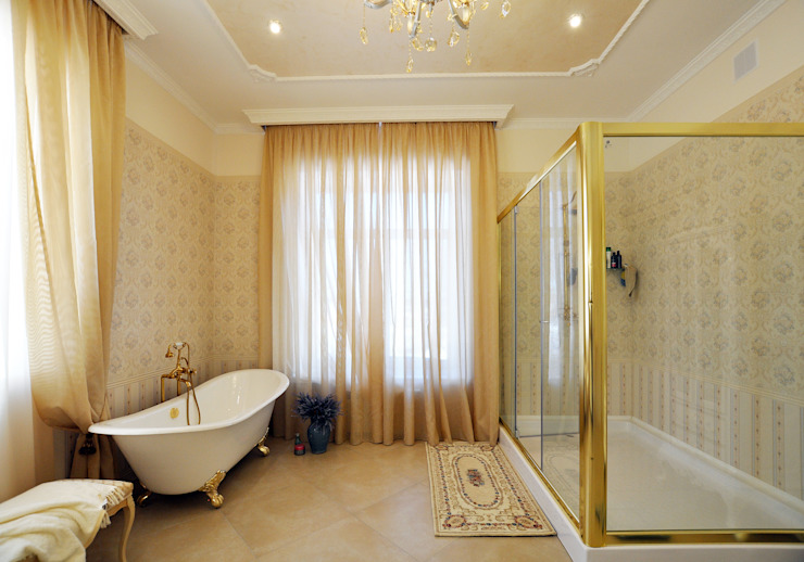 Classic style bathrooms by Tutto design Classic