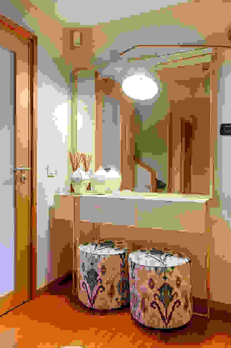 Casa em Leça da Palmeira Corredores, halls e escadas ecléticos por ShiStudio Interior Design Eclético