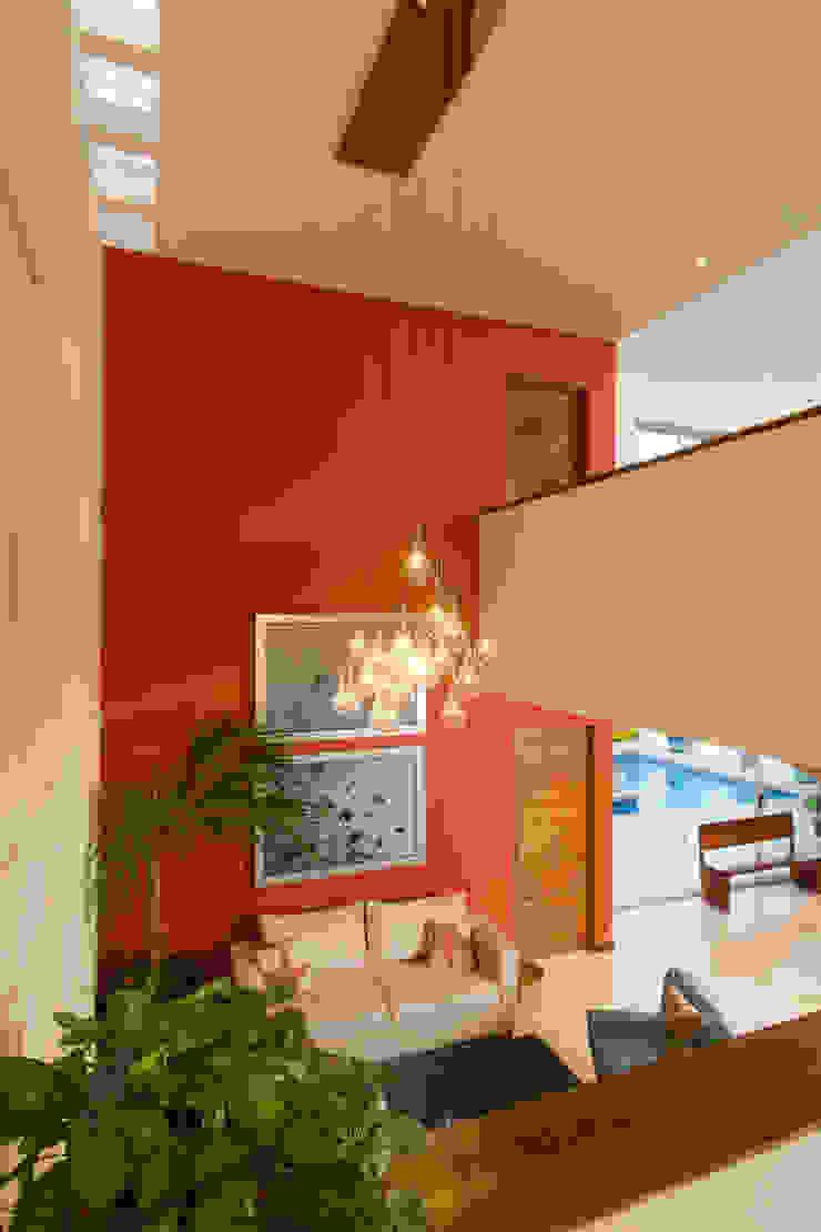 Grupo Arsciniest Modern Corridor, Hallway and Staircase Concrete Orange