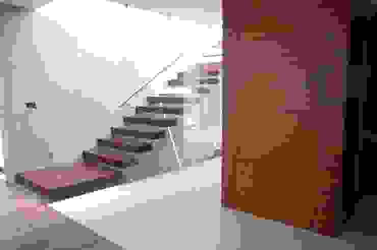 vestibulo Pasillos, vestíbulos y escaleras minimalistas de iarkitektura Minimalista Madera Acabado en madera